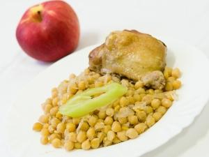 Cizrna po Záhorácku, kuře pečené
