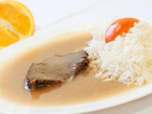 Hovězí pečeně po burgundsku, dušená rýže