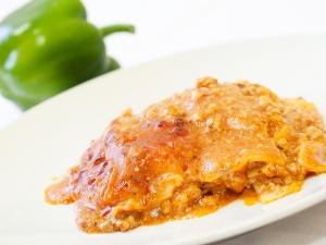Italské lasagne s mletým masem a strouhaným sýrem