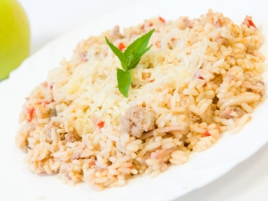Kantonská rýže se šunkou, sypaná sýrem