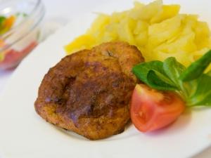 Kapří karbanátek, brambory