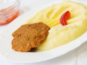 Karbanátek, bramborová kaše