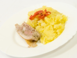 Kuřecí závitek, brambory
