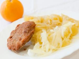 Masové karbanátky s ovesnými vločkami, brambory