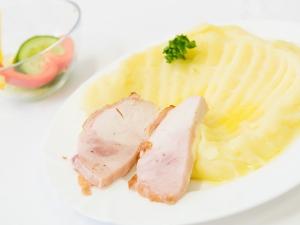 Pečená kuřecí pochoutka, bramborová kaše