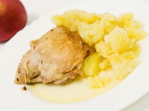 Pečené kuře á la bažant, brambory