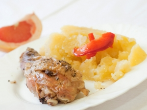 Pečené kuře na majoránce, brambory