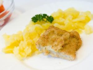 Plněná ryba brokolicí a šunkou, brambory