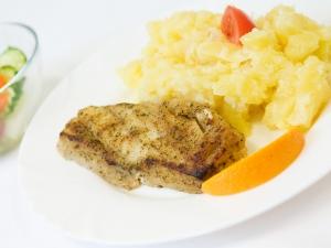 Ryba na gril, šťouchané brambory