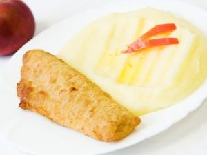 Ryba obalovaná v těstíčku, bramborová kaše