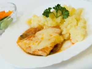 Rybí filé na ratatouille, brambory