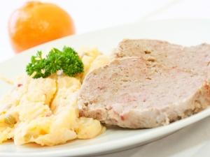 Sekaná pečeně, bramborový salát