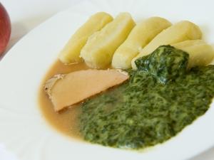 Vepřové maso, špenát, bramborové válečky