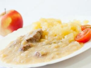 Vepřové maso v kapustě s bramborem
