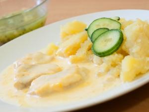 Zapečené rybí filé s citronovou omáčkou, brambory
