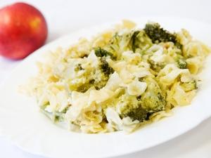 Zapečené těstoviny s brokolicí a sýrovou omáčkou